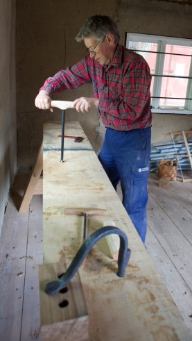 """Tomas uses the Twisted Shell Auger made by Johannes H. Fosse. The Norwegian name for this Auger is """"navar"""". Photo: Roald Renmælmo"""
