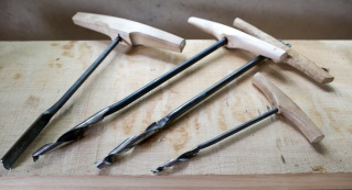 """We have ordered several different Augers for boring out the 1"""" holes in the benchtop and the legs. From the left: A Shell Auger made by Bertil Parmsten, A Twisted Shell Auger made by Johannes H. Fosse, A Twisted Shell Auger made by Julius Petterson and a Twisted Shell Auger made by Patrick Jarefjäll. The last one has a smaller diamter and was used to predrill the holes. Photo: Roald Renmælmo"""