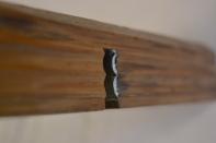 Undersida av høvelen til å høvle staffane. Den har tre rillespor og stålet tar berre på to av disse. Foto: Ellev Steinsli