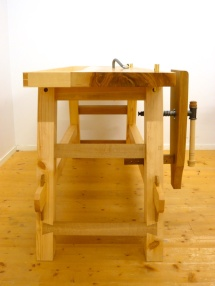 The workbench from the end. The lower short strechers are made of oak and the higher are made of pine. The legs are made of pine. Photo: Anton Nilsson