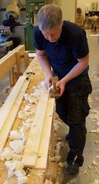 En finstilt pusshøvel er god til å høvle siste biten ned til ripmotstreken. Foto: Roald Renmælmo