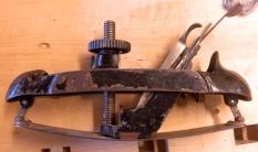 Slike høvler kan justeres til å høvle innvendig eller utvendig kurve. Foto: Anne Mari Mehus