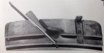 I faglitteraturen finnes eksempel på høvler som kan høvle krumme profiler eller pløying.