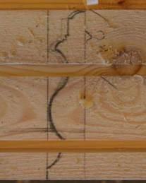 Notspora er høvla til rett djup. Profilen er teikna på flasken av emnet for å vise korleis notspora er høvla i høve til den ferdige profilen. Foto: Rune Hoflundsengen