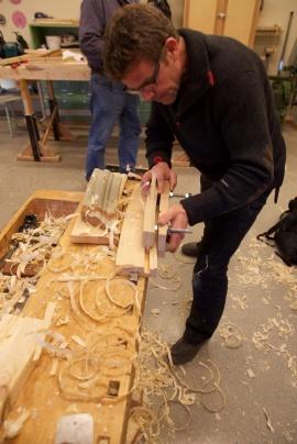 Prøvehøvling med den krumme ploghøvelen. Foto: Roald Renmælmo