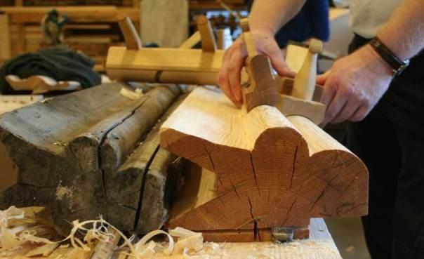 Staffhøvlane som vart brukt på dei store staffane på mønekjølen. Foto: Rune Hoflundsengen