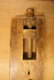 Skruven frå undersida. Foto: Roald Renmælmo