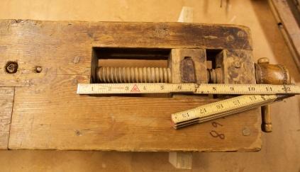 Baktang med målestokk. Foto: Roald Renmælmo