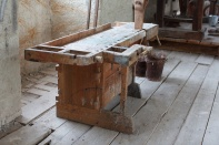 The same workbench where you can see the vise. Photo: Roald Renmælmo