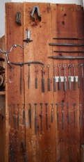 On one of the walls in the lathe workshop are theese small rasps and files. Photo: Roald Renmælmo
