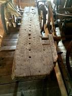 Høvelbenken har både framtang og baktang. Framtanga, eller framskruven kan minne litt om den som er på benken på Skokloster. Foto: John Selsjord