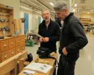 Olof og Olaf studerer litteratur om høvlar. Foto: Gunnar Bjørn Olsen