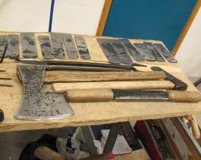 Høvelstål og anna verktøy som Øystein Myhre hadde smidd til seminaret på Sverresborg. Foto: Gunnar Bjørn Olsen