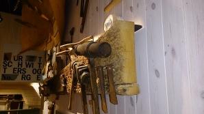 Benken i utstillinga. Foto: Øyvind Vestad