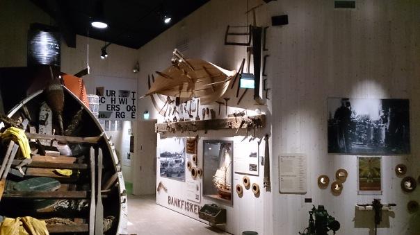 Høvelbenken i utstillinga på museet. Foto: Øyvind Vestad